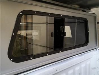 Alu-Cab Výsuvné okno přední pro Hardtop