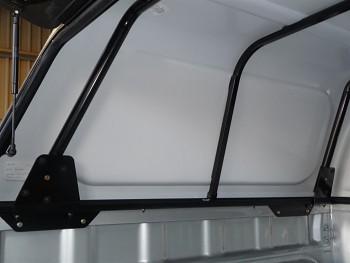 Vnitřní výztuhy pro nízký hardtop ARB Toyota Hilux 05-15